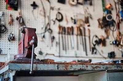 Стол-верстак для слесарных работ