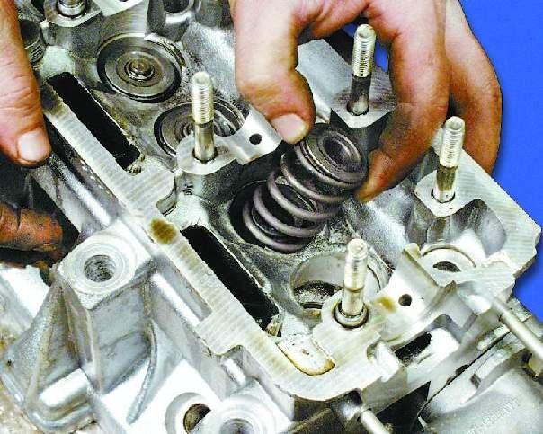 Сальник клапана двигателя