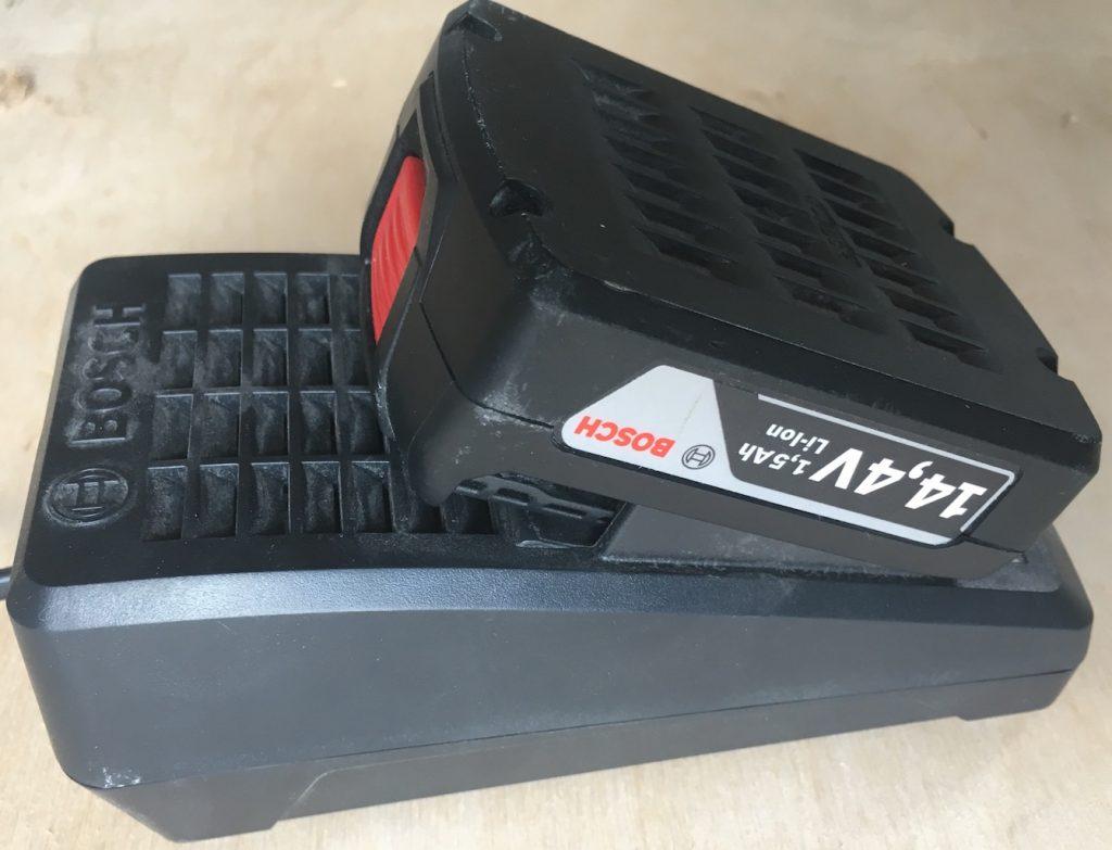Зарядное устройство к шуруповерту