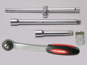 Набор инструментов для авто в чемодане   5