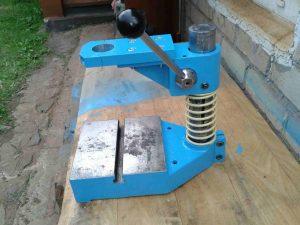 Изготавливаем сверлильный станок из дрели своими руками   7