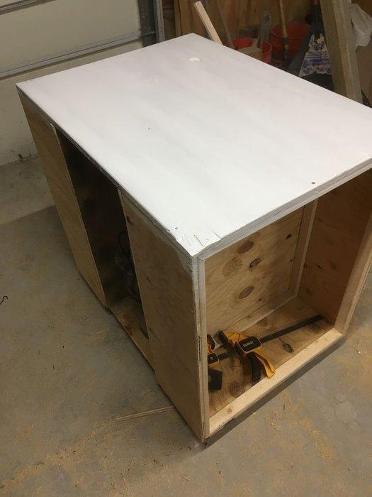 Столярный стол-шкаф из дерева