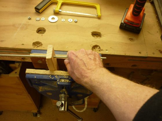 Делаем скребок для удаления краски с изогнутых поверхностей - 4