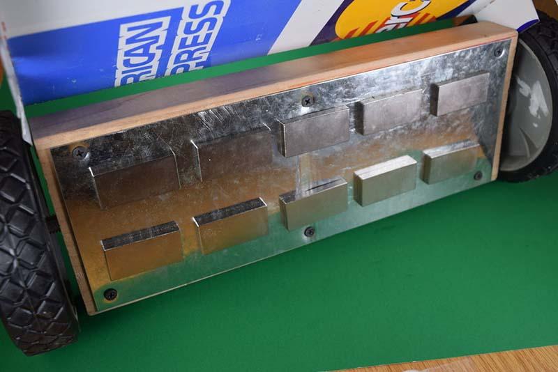 Делаем магнитный пылесос для металлического мусора | 2