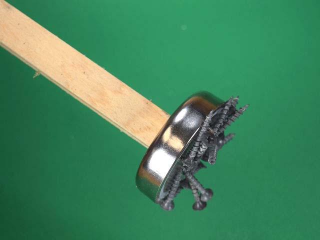 Делаем магнитный пылесос для металлического мусора | 3