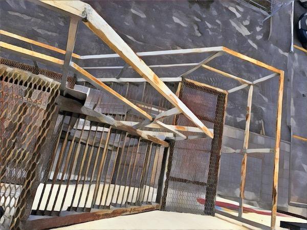 Ограждение пожарной лестницы